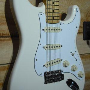 Fender® Jimi Hendrix Stratocaster Maple Fingerboard Olympic White w/Gigbag